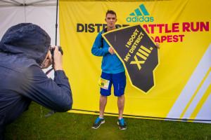 adidas DISTRICT BATTLE RUN fotófal kerület táblákkal, emlékfotóssal
